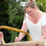 Hochzeitsbrauch Holz sägen des Brautpaares